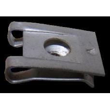 скоба пластиковая (крепление дефлектора) 06438390091 MAN